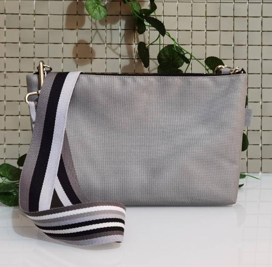 Bolso de mujer pequeño gris, bandolera impermeable de  nylon para el día a día.